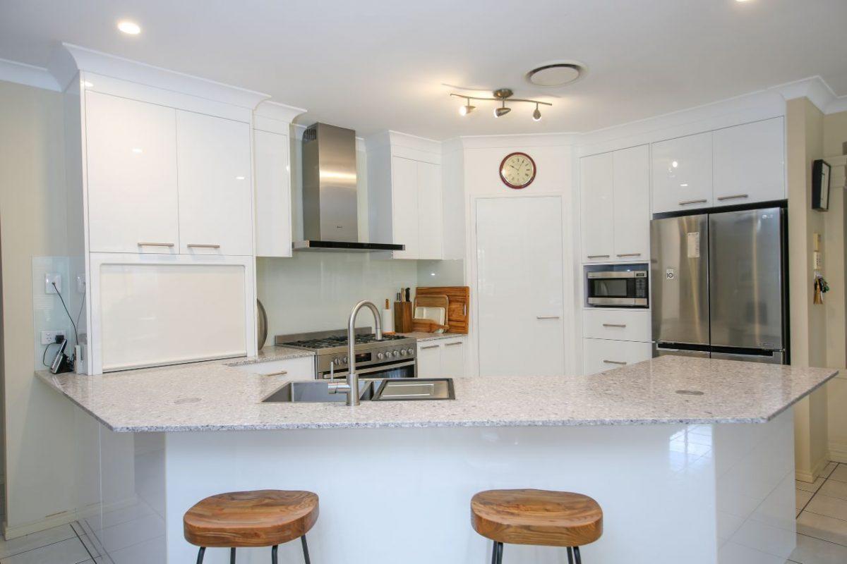 gloss thermolaminate kitchen